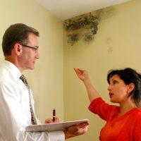 Почему потеют и мокреют стены в доме и как это исправить